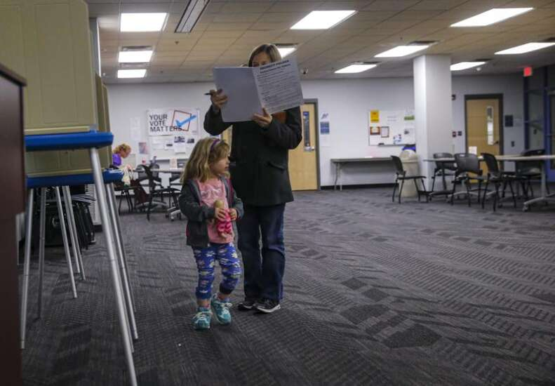 Incumbents Roesler, Eyestone keep Iowa City school board seats, and newcomers Williams, Eastham join