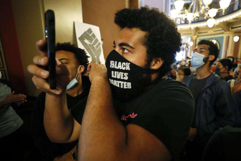 Unimpressed with Iowa Democrats, Black Lives Matter protester runs his own campaign