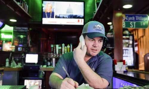 Iowa restaurant revenues, employment plummet due to coronavirus concerns