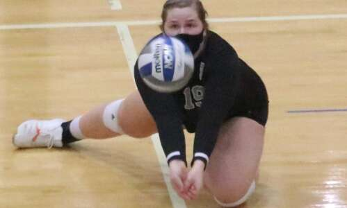 Iowa Wesleyan volleyball drops home game