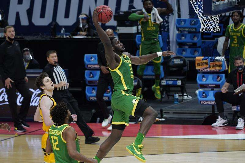 Another NCAA second-round splat for Iowa men's basketball in 95-80 loss to Oregon