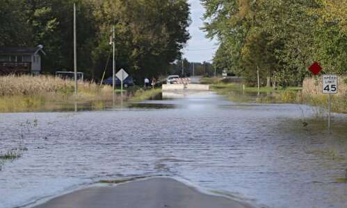 Flood warning: Cedar River expected to crest at 14.3 feet…