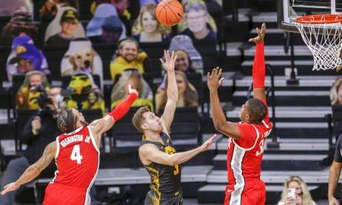 "Jordan Bohannon ""re-recruited"" to Iowa for 3-pointers and leadership"