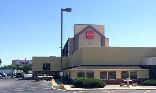 Cedar Rapids police seeking leads in hotel shooting