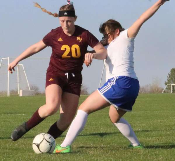 Panthers, Wildcats split on the pitch