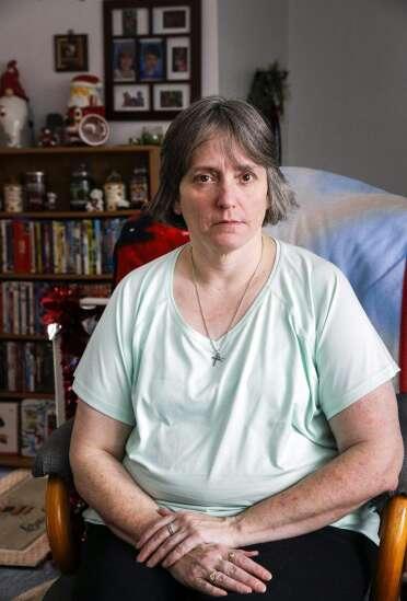 Iowans still waiting for unemployment benefits 'barely making ends meet'