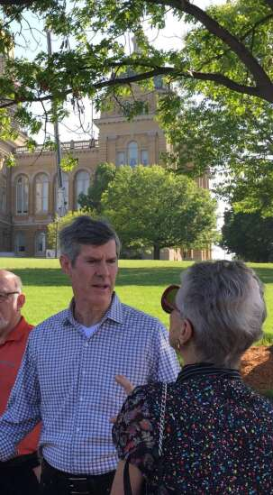 Hubbell urges governor to veto tax-cut bill