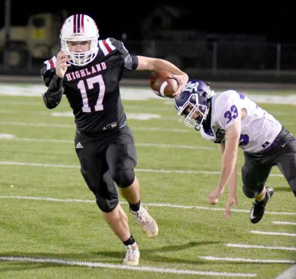 Highland's Donovan signs for football