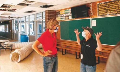 Cedar Rapids, Marion school superintendents ask governor for coronavirus vaccines…