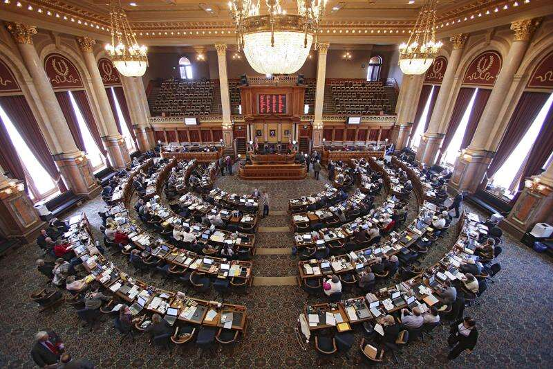 Iowa House passes sweeping law enforcement provisions