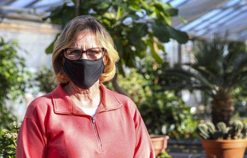 Noelridge Greenhouse volunteers help Cedar Rapids bloom throughout the year