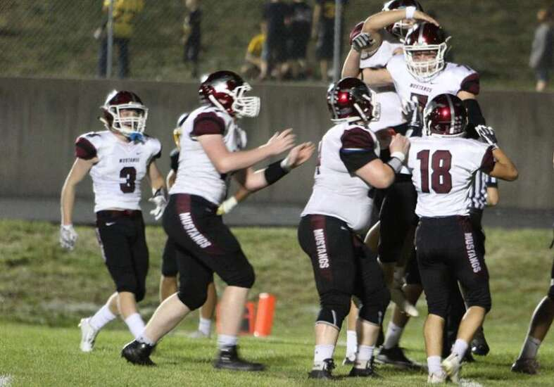 Mount Vernon stayed strong in football win over West Liberty