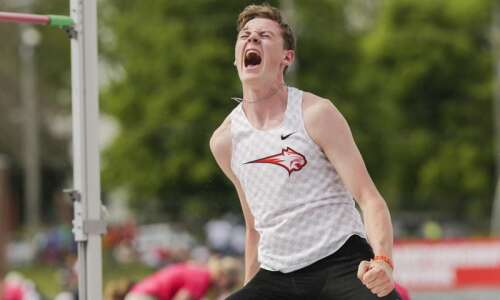 Iowa 4A boys' state track and field: Grant Kelchen fights…