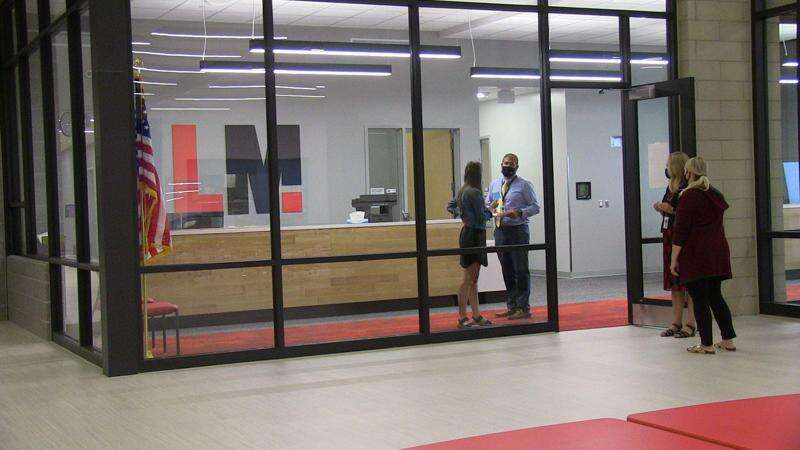 Fifth-, sixth-graders find their place at new Linn-Mar intermediate schools