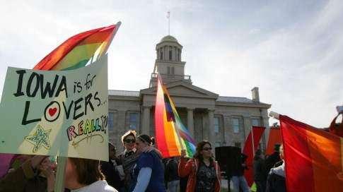 Study: Same-sex marriage has positive economic impact for Iowa
