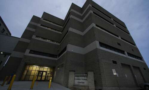 Linn County jail inmate dies after complaining of chest pains