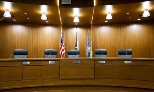 Linn County supervisors freeze salaries for elected officials