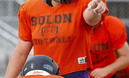 Iowa commit Tyler Linderbaum leads experienced Solon line