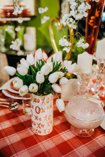 Choose Valentine's Day decor with love