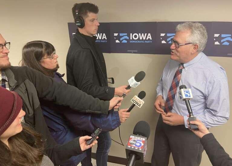 Iowa Democrats elect interim chairman