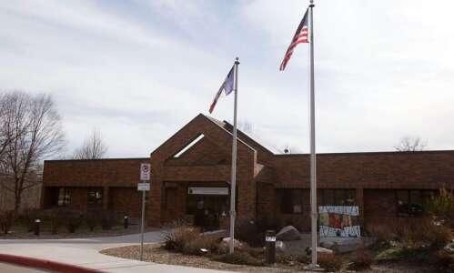 Iowa City school board unanimously reinstates mask mandate
