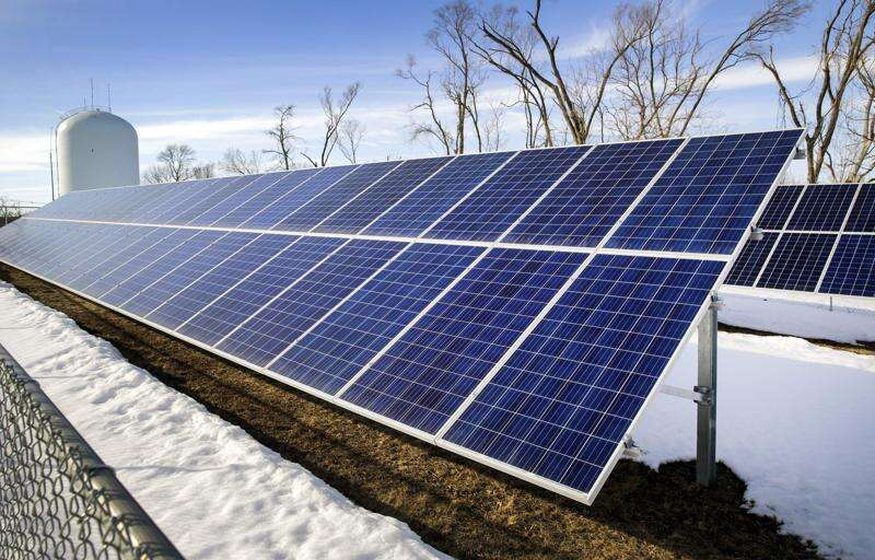 Cedar Rapids, Hiawatha solar project save taxpayers thousands, report finds