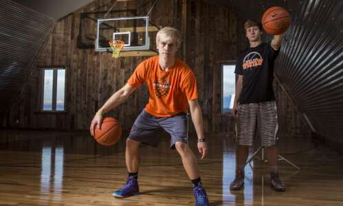 Solon's McIlravy brothers go with basketball