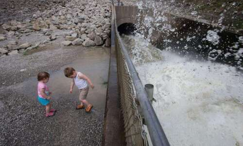 PHOTO GALLERY: Flood preparations in Eastern Iowa