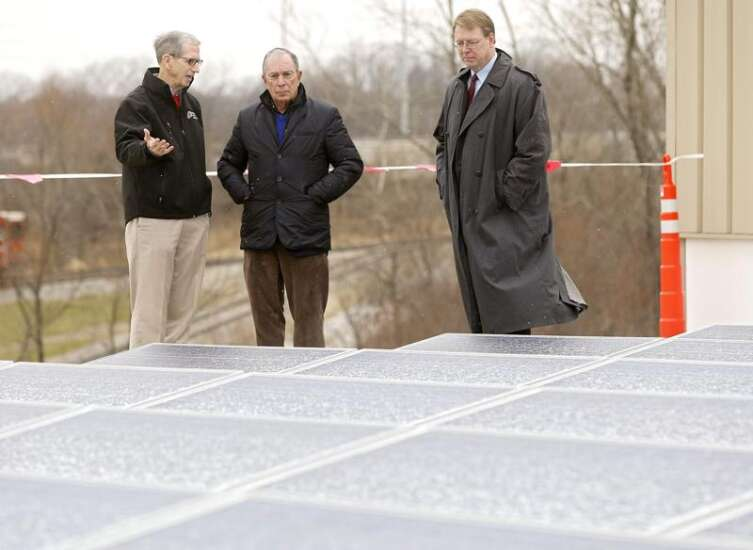 In Cedar Rapids visit, Michael Bloomberg talks climate action