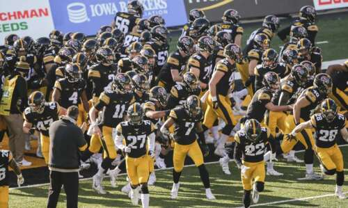 Iowa football pauses workouts