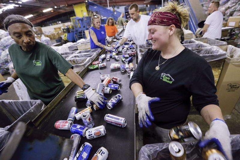 Replacing Iowa's bottle deposit law would increase recycling, backers say