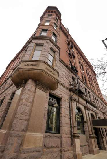 Guaranty Bank block development talks resume with Cedar Rapids officials