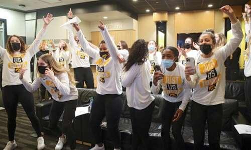Iowa Hawkeyes earn a 5 seed, draw Central Michigan in…