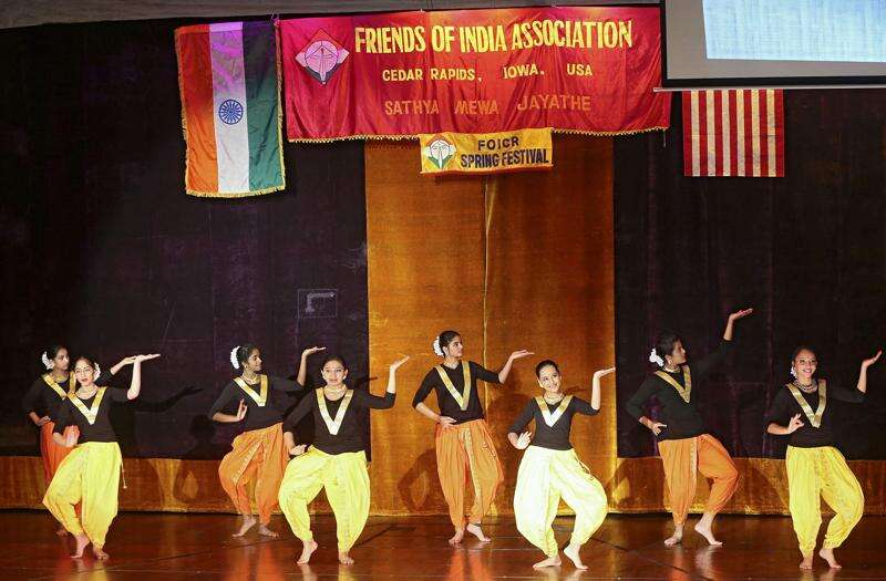 Indian performers share their culture, welcome spring in Cedar Rapids