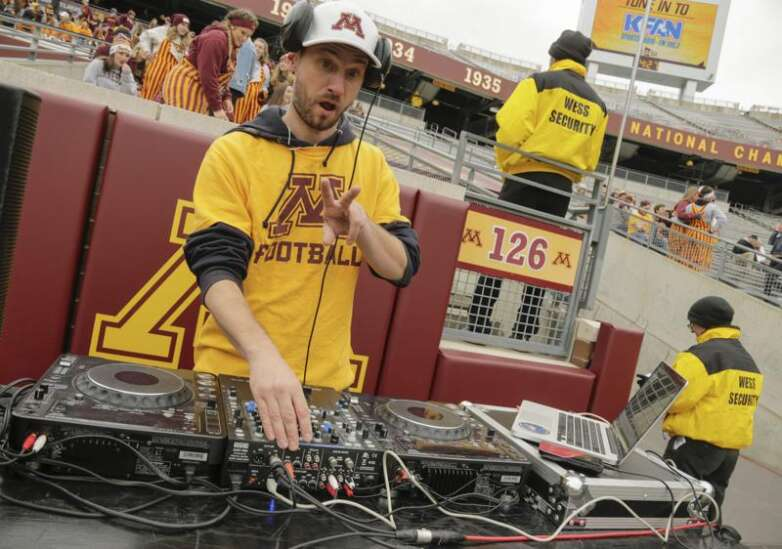 Hlastradamus Odds Pod: Will Iowa and Iowa State cover against ranked opponents?