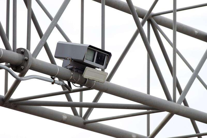 Ban on most Iowa traffic cameras advances
