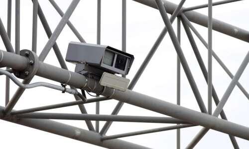 Ban on most Iowa traffic cameras advances