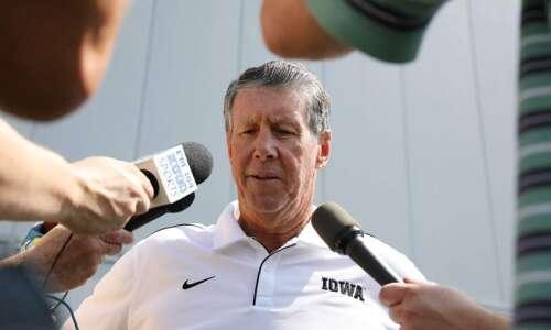 Ken O'Keefe on Iowa quarterbacks, Zoom calls with former Hawkeyes,…