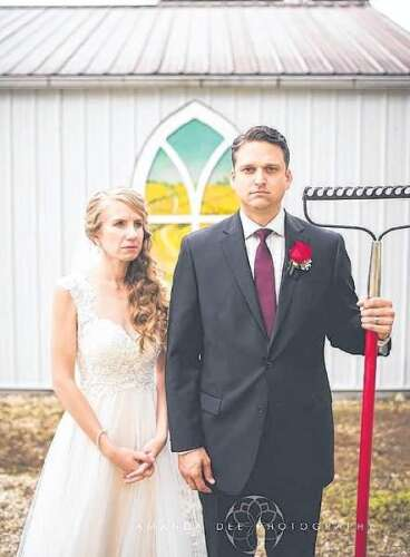 Milwaukee Couple Weds in Grant Wood Country