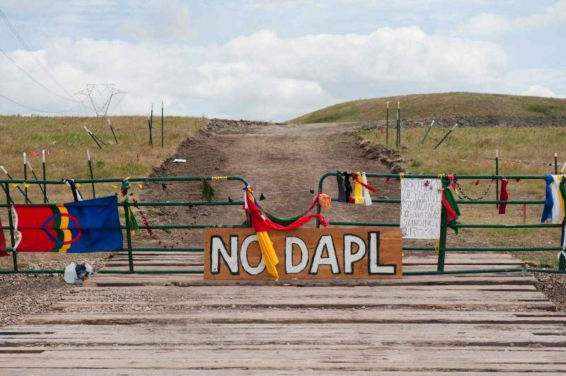 Five senators call for halt of Dakota Access pipeline