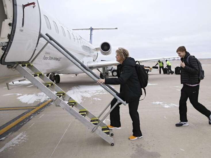 Gifts of private plane time favor men's college sports