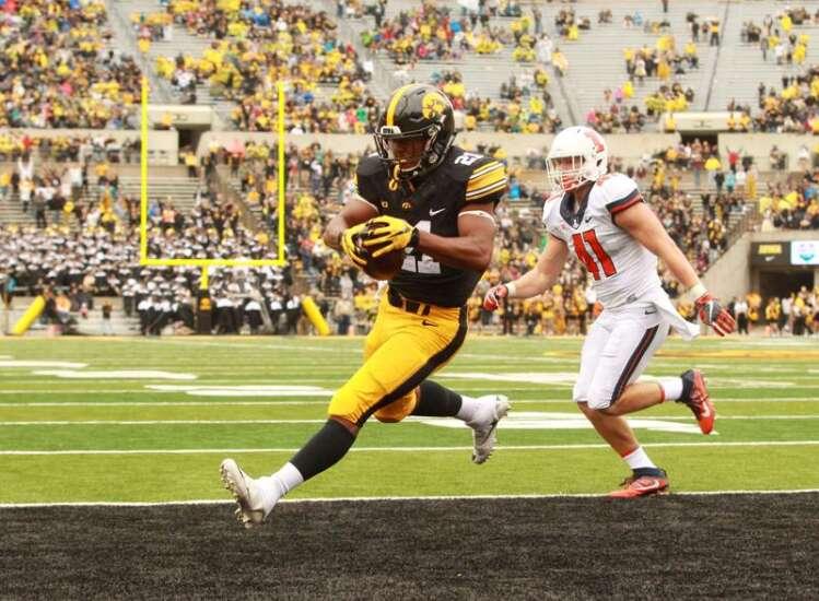 Iowa-Illinois football rivalry: No epics, no trophy, no sellout