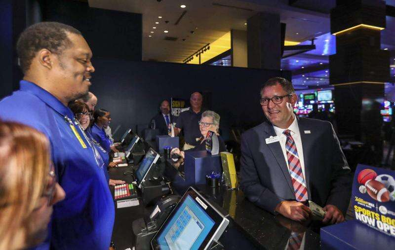 Iowans wager monthly record $104 million on sports