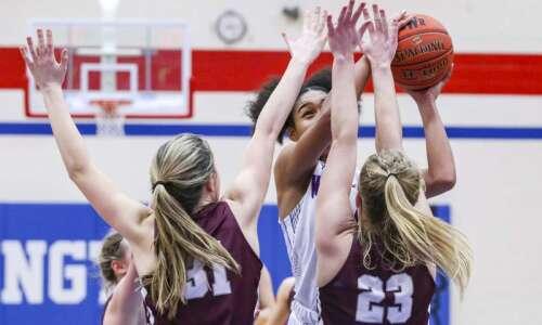 Dowling edges Cedar Rapids Washington for girls' state basketball berth