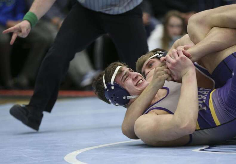 Iowa high school wrestling podcast: Girls' state tournament, Bob Lueders and more weekend takeaways