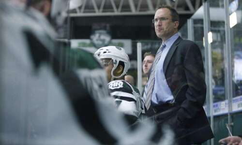 Without both goaltenders, Cedar Rapids RoughRiders scrap but lose to…