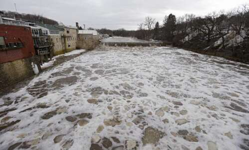 'A wait-and-see game' with the river as Iowans brace for…