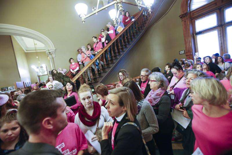 Judge upholds abortion waiting period in Iowa