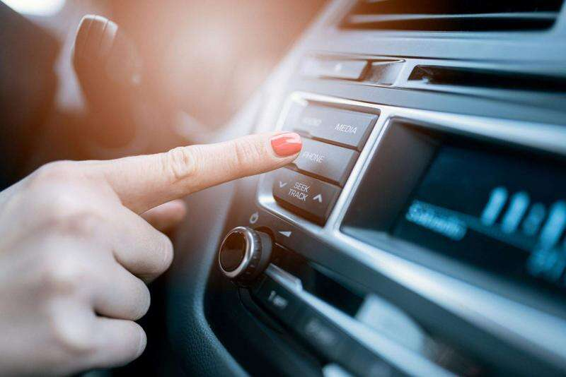 9 signs you could be a distracted driver
