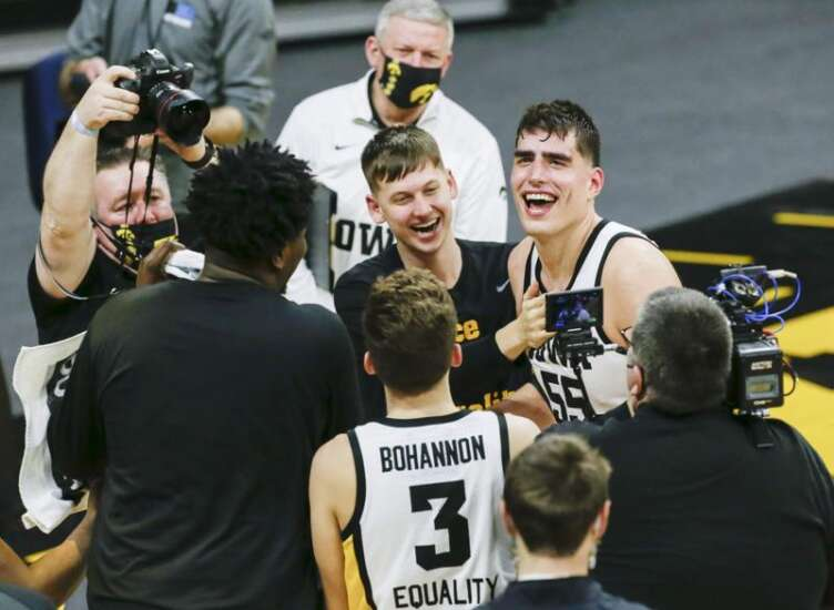 Luka Garza moves to top of Iowa men's basketball scoring chart in win over Penn State